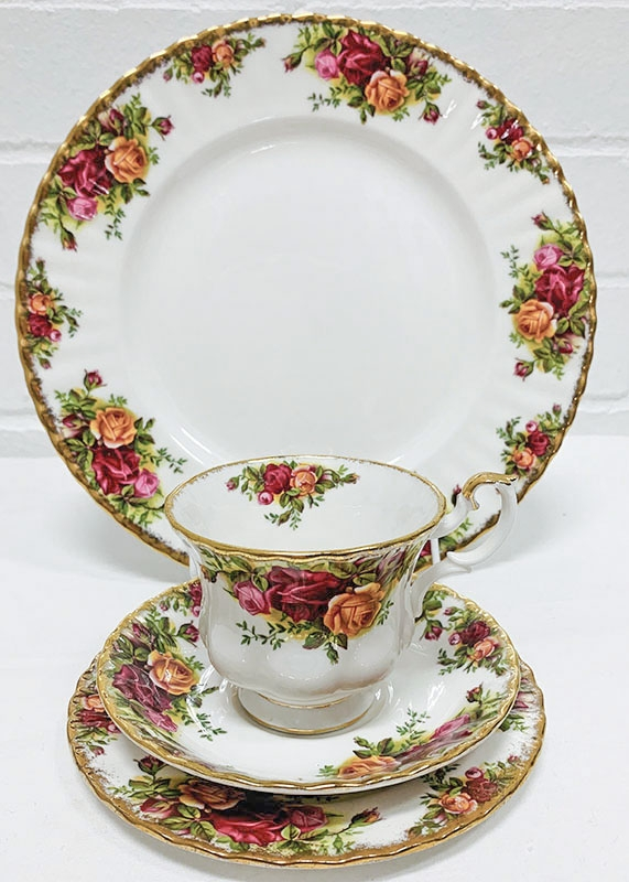 Royal Albert Old Country Rose china. Plates, teacups, saucers, teapots, jugs, and dishes from Royal Doulton, Wedgewood, Denby and other English manufacturers